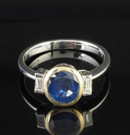 A CHARMING 2.30 CT NTAURAL SRI LANKA SAPPHIRE AND .30 CT BAGUETTE DIAMOND TRILOGY RING!