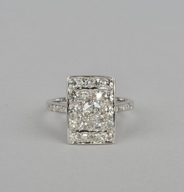 DELIGHTFUL .70 CT DIAMOND RECTANGULAR SHAPE VINTAGE 18 KT RING!