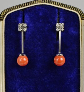 SO CHARMING RED CORAL & DIAMOND 18 KT WHITE GOLD SWING EARRINGS!