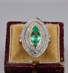 REMARKABLE 3.10 CT EMERALD & 1.20 CT DIAMOND VINTAGE BALLERINA RING