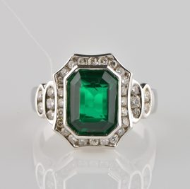 APPEALING EMERALD GREEN NATURAL PRASOLITE & DIAMOND VINTAGE RING