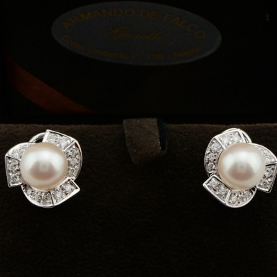 SOPHISTICATE DAMIANI MIKAWA JAPANESE 9 MM. PEARL & .90 CT DIAMOND EARRINGS!