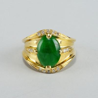 FANTASTIC EMERALD GREEN JADE & DIAMOND VINTAGE RING