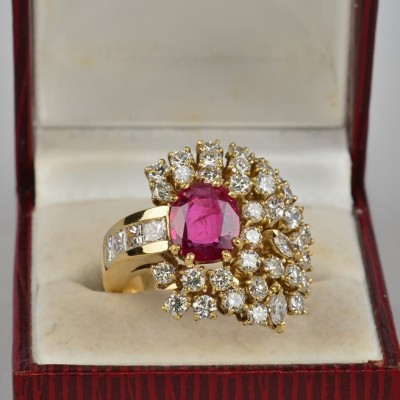 HIGHLY SOPHISTICATE 100% NATURAL RUBY & DIAMOND VINTAGE RING!