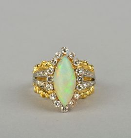 A FABULOUS 18KT ANTIQUE HARLEQUIN OPAL & DIAMOND RING EARLY 40'S