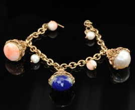 SUPERB VINTAGE HUGE FOB CHARMS BRACELET