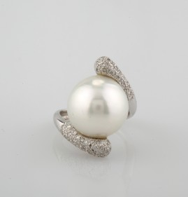 SUPERB JUMBO SIZED UP TO 14 MM. AUSTRALIAN PEARL & DIAMOND TWISTED RING!