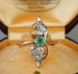 AN ART DECO EMERALD & DIAMOND RUSSIAN BALLERINA RING 1935
