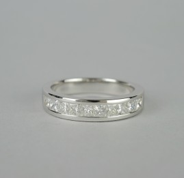SPECTACULAR 1.04CT F COL. IF PRINCESS DIAMOND BRAND NEW HALF ETERNITY RING!