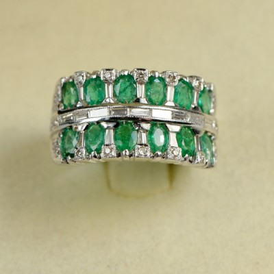 FABULOUS EMERALD & DIAMOND WIDE VINTAGE BAND RING OF RELEVANT BEAUTY!