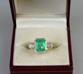 GORGEOUS LATE ART DECO 2.50 CT COLOMBIAN EMERALD & DIAMOND TRILOGY RING!
