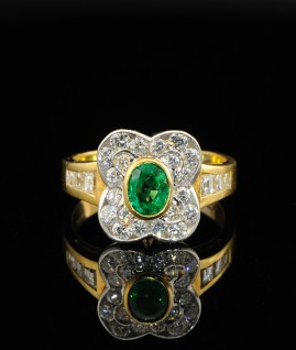 SUPERIOR EMERALD & DIAMOND FLOWER RING!