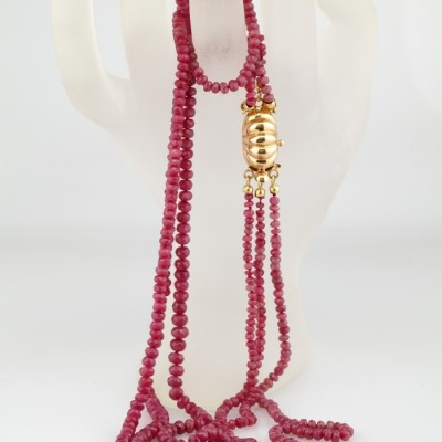 SUPERB THREE STRAND NATURAL RUBY 18 KT LARGE GOLD CLASP NECKLACE!