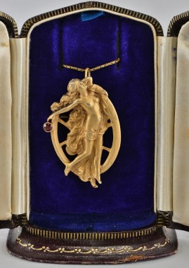 SENSATIONAL ART NOUVEAU BLINDFOLD GODDESS SILVER GILT BROOCH PENDANT!
