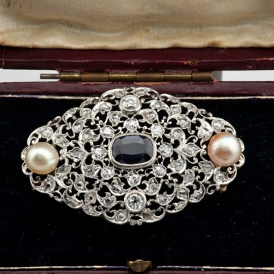 SPECTACULAR ART DECO 1.60 CT SAPPHIRE BASRA PEARLS 2.0 CT DIAMONDS PLATINUM BROOCH!
