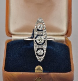 MOST BEAUTIFUL EDAWARDIAN .85 CT DIAMOND ALL PLATINUM RARE MARQUEE 1900 RING!