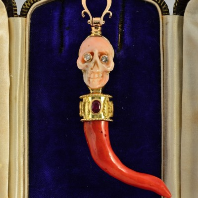 RARE MEMENTO MORI JEWELLED REAL CORAL  SKULL HORN 4.0 CT RUBY PENDANT!