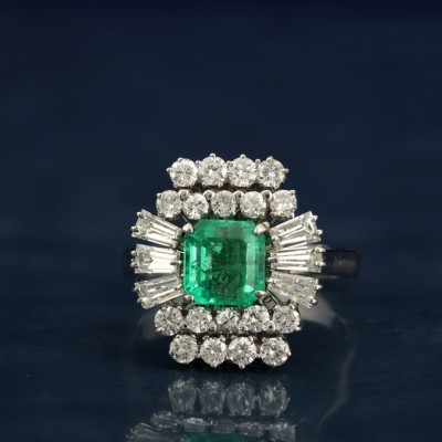 SPECTACULAR LATE ART DECO COLOMBIAN EMERALD & DIAMOND RING!
