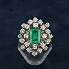 SENSATIONAL 1.70 CT COLOMBIAN EMERALD & 1.50 CT DIAMOND VINTAGE RING!
