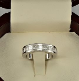 TOP END 1.80 CT F- IF PRINCESS CUT DIAMOND BRAND NEW HALF ETERNITY RING!