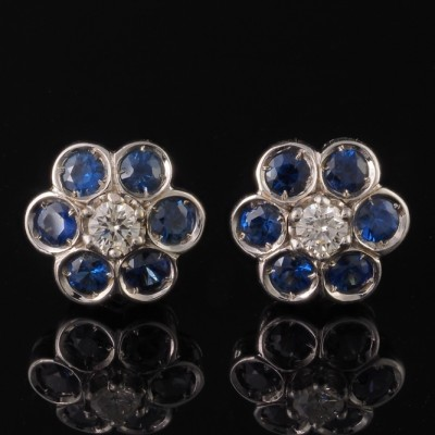 A CHARMING PAIR OF NATURAL SAPPHIRE & DIAMOND DAISY STUD EARRINGS!