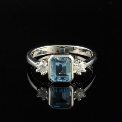 VINTAGE FABULOUS AQUAMARINE & DIAMOND 18 KT TRILOGY RING!