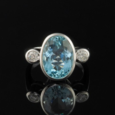 EXQUISITE 7.0 CT NATURAL AQUAMARINE & DIAMOND TRILOGY RING!