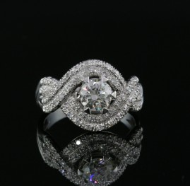 OUTSTANDING VINTAGE PLATINUM 1.65 CT DIAMOND SOLITAIRE RING!