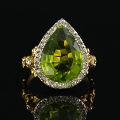 AUTHENTIC VICTORIAN  9.30 CT LIME GREEN PERIDOT & DIAMOND RARE 1860 CA RING