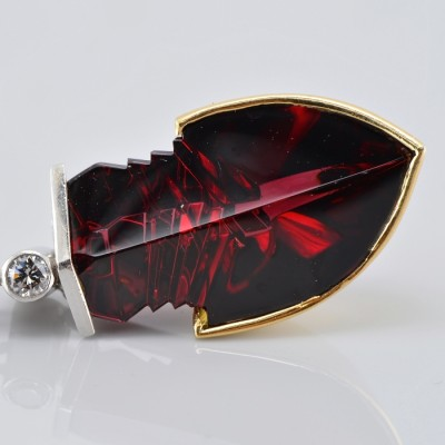 DISTINCTIVE ART DECO PYROPE GARNET DIAMOND ARROW PLATINUM PENDANT