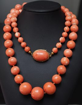 RARE VINTAGE UNTREATED CORAL BEAD FROM 8.6 MM. TO 2O MM. & GOLD NECKLACE 1940 CA