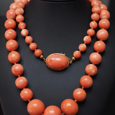RARE VINTAGE UNTREATED CORAL BEAD FROM 8.6 MM. TO 2O MM. & GOLD NECKLACE 1940 CA!