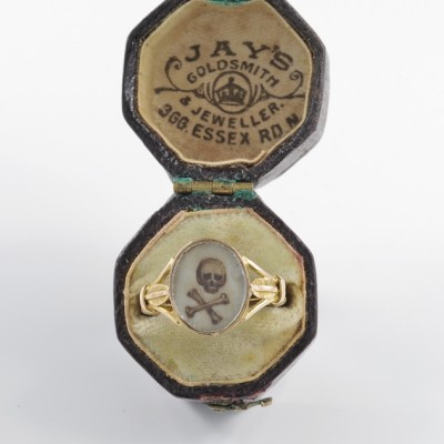 AUTHENTIC PRE GEORGIAN STUART SKULL & BONES MEMENTO MORI 22KT ENGLISH RING!