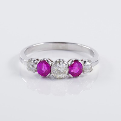 AUTHENTIC EDWARDIAN BURMA RUBY & DIAMOND PLATINUM FIVE STONE RING!