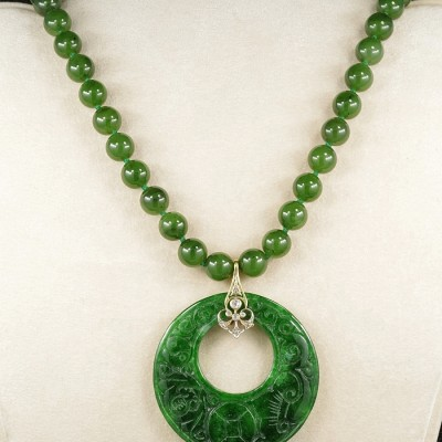 SPECTACULAR ART DECO NATURAL SPINACH GREEN JADE NECKLACE OF YOUR DREAMS!