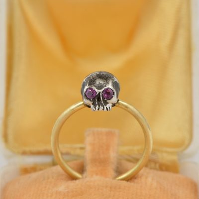 LATE VICTORIAN RUBY EYES MEMENTO MORI SKULL RING!