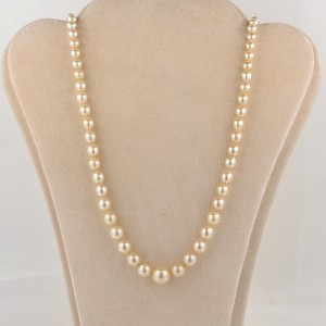 AN ART DECO SINGLE STRAND CULTURED PEARL NECKLACE  EMERALD CLASP!