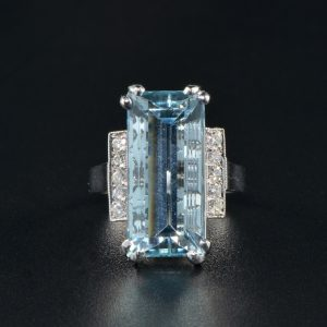 STUNNING 10.0 CT NATURAL AQUAMARINE AND DIAMOND VINTAGE RING!