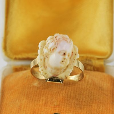 AUTHENTIC GEORGIAN CARVED PEAU D'ANGE CORAL CHERUB RING!