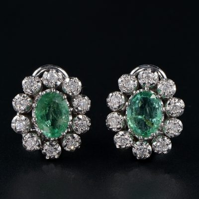GORGEOUS VINTAGE DIAMOND AND EMERALD CLUSTER EARRINGS!