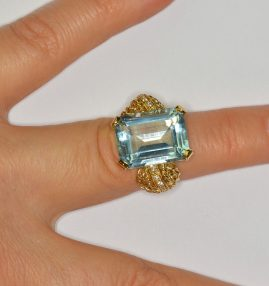 STUNNING RETRO 16.0 CT AQUAMARINE DIAMOND SIMULANT UNIQUE RING!