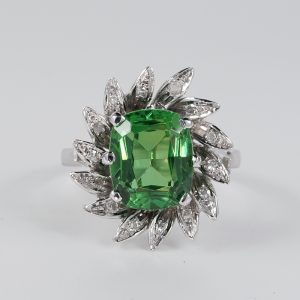 SUPERB VINTAGE GREEN GARNET DIAMOND COCKTAIL RING!
