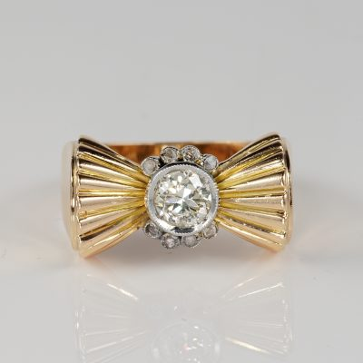 CHARMING ART DECO DIAMOND SOLITAIRE BOW RING!