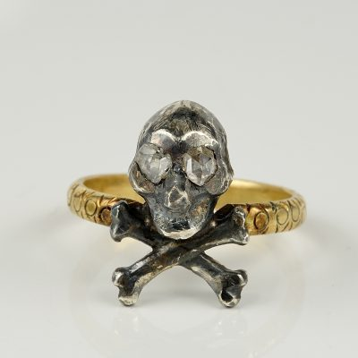 VICTORIAN  ROSE CUT DIAMOND MEMENTO MORI CROSSED BONES SKULL RING!
