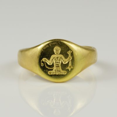 Victorian 18 Kt Gold Pinky Signet ring