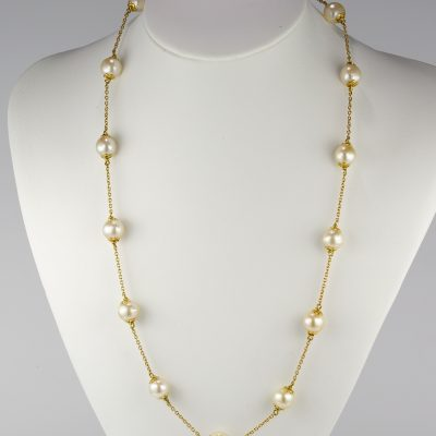 Glamorous 18 Kt pearl sautoir necklace