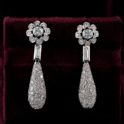 Distinctive Art Deco 4.20 Ct Diamond Platinum Floret Drop earrings