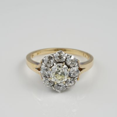 Victorian 1860 ca 2.60 Ct Old Mine Cut Diamond Rare Engagement Cluster Ring