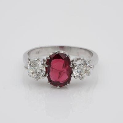 Art Deco 1.90 Ct Natural Unheated Red Spinel 1.0 Ct Diamond Platinum Trilogy Ring