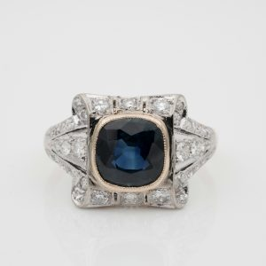 2.0 Ct Natural Sapphire . 60 Ct Diamond Beautiful ring 1940 ca